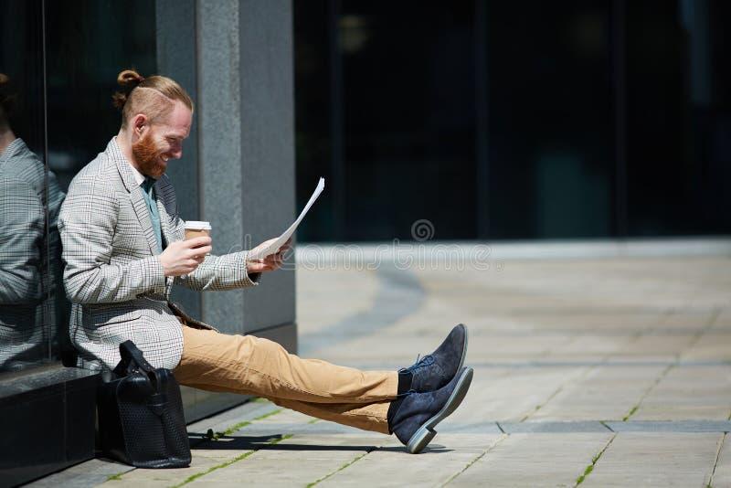 Advocaat die voor hof het pleiten voorbereidingen treffen stock foto