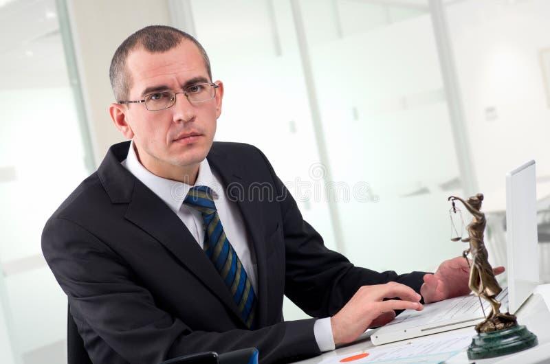 Advocaat op zijn werkplaats royalty-vrije stock afbeeldingen