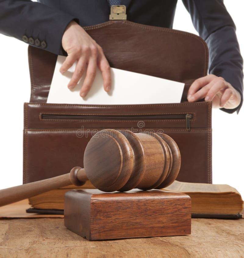 Advogado caucasiano no tribunal fotos de stock