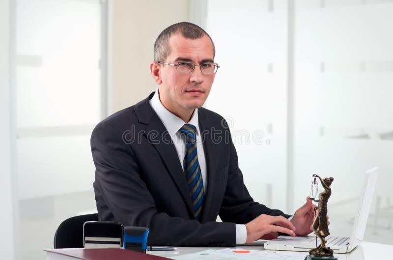 Advogado em seu local de trabalho fotografia de stock