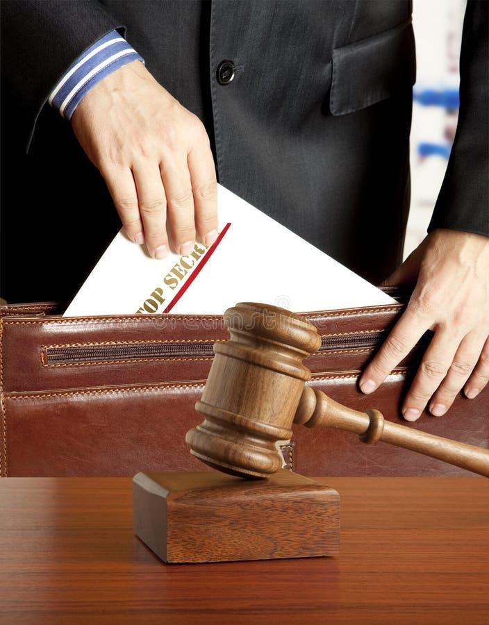 Advogado na sala do tribunal imagens de stock royalty free