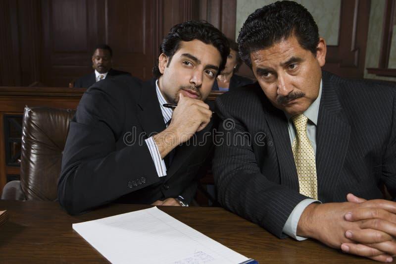 Advogado Sharing um o ponto com cliente imagens de stock royalty free