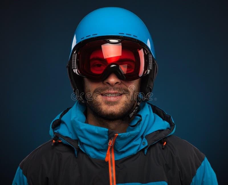 ady appréciez l'hiver de snowboarder de verticale photos libres de droits