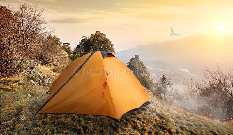 adyl高加索elbrus峡谷山区域su帐篷 免版税库存图片