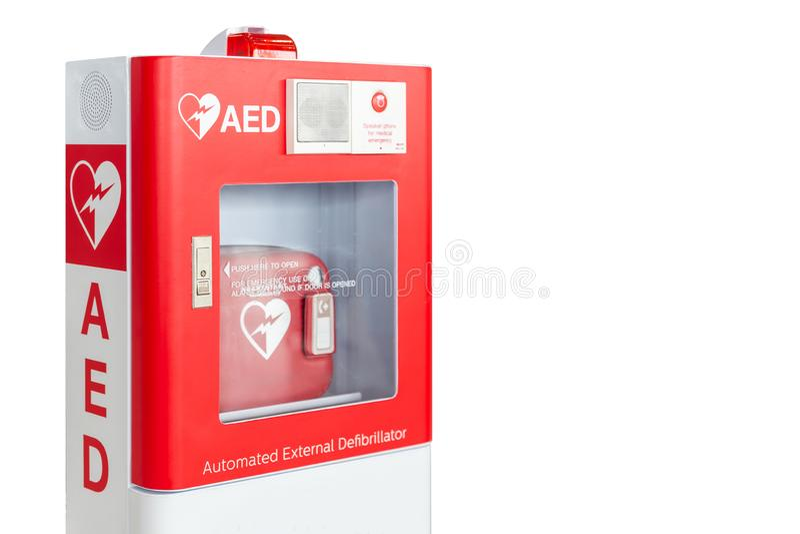 AED pudełko lub Automatyzujący Zewnętrznie Defibrillator pierwszej pomocy medyczny przyrząd odizolowywający na bielu obraz stock