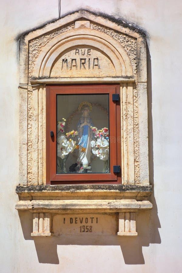 Aedicule votif Turi La Puglia l'Italie images libres de droits
