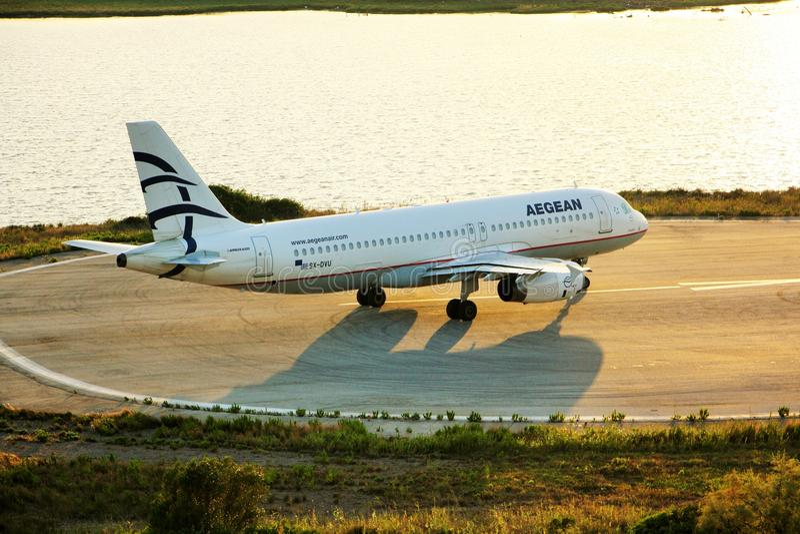 Aegean Airlines flygplan royaltyfri fotografi