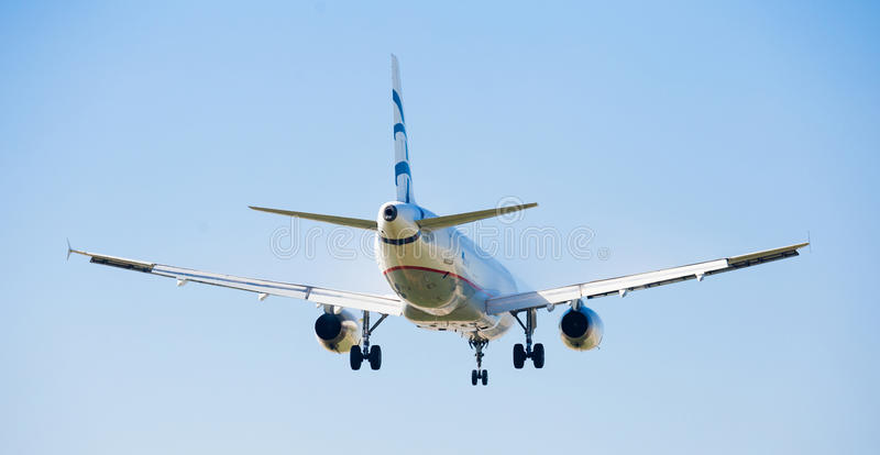 Aegean Airlines-vliegtuig het landen royalty-vrije stock foto's
