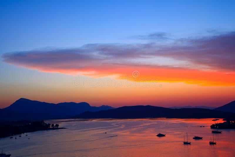 aegean härligt färgrikt över havssolnedgång arkivbild