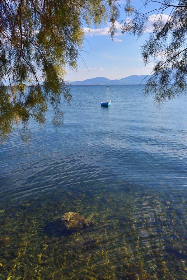 Download Aegean Hav, Chalcis, Grekland Litet Fartyg På Det Azura Vattnet Arkivfoto - Bild av sommar, turkos: 78728590