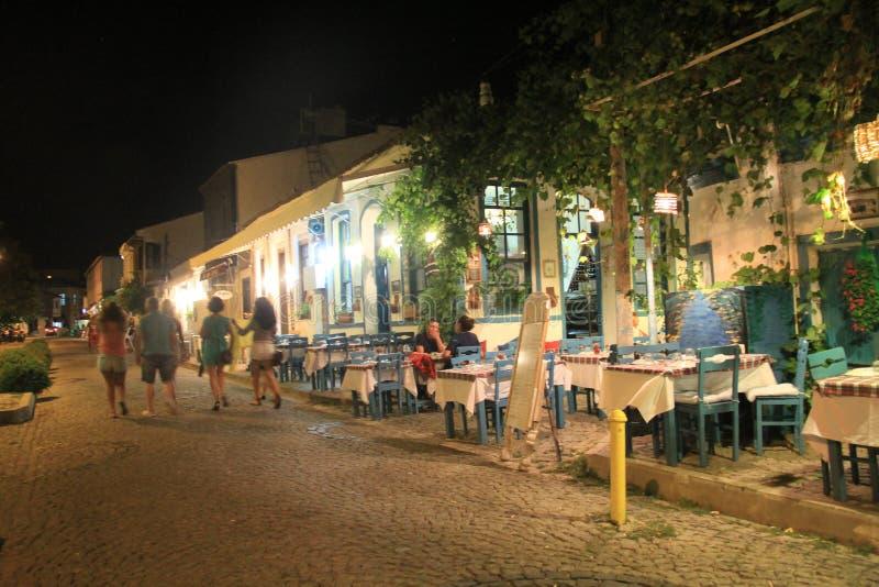 Aegean område - den Tenedos ön, konst, på shoppar, hus royaltyfria bilder
