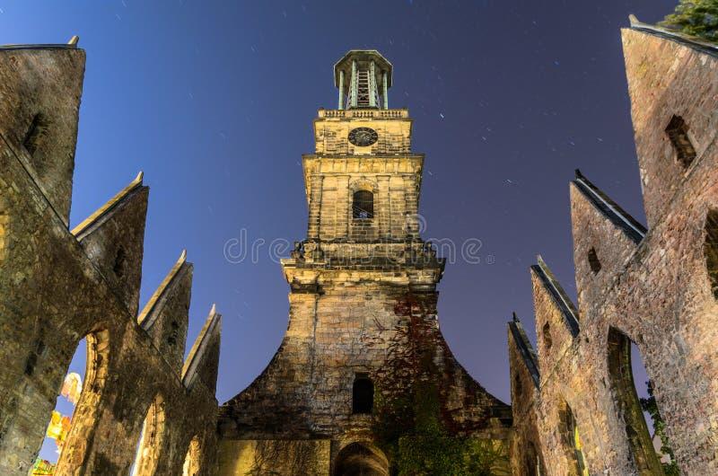 Aegidienkirche all'indicatore luminoso di luna, Hannover, Germania immagine stock libera da diritti