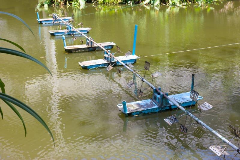 Aeradores superficiales, uso para hacer las aguas residuales al agua potable, m?quina del tratamiento de aguas residuales fotos de archivo