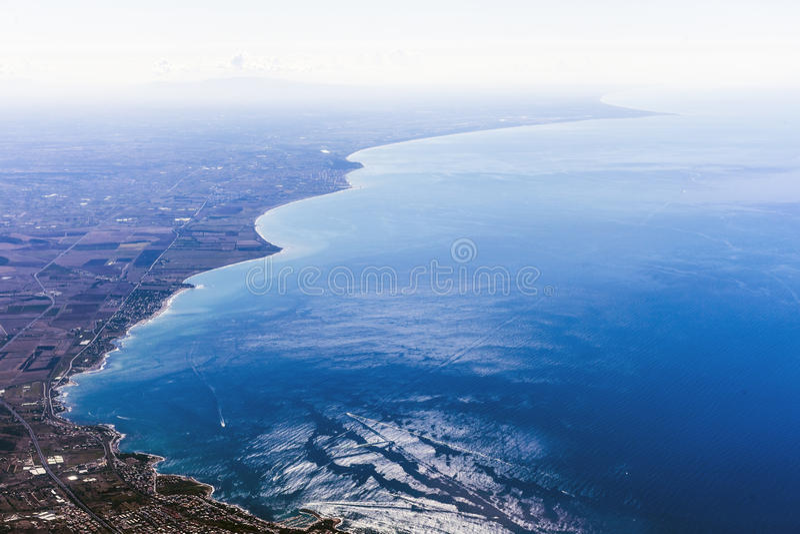 Aeralsikt på en Italien kust royaltyfri bild