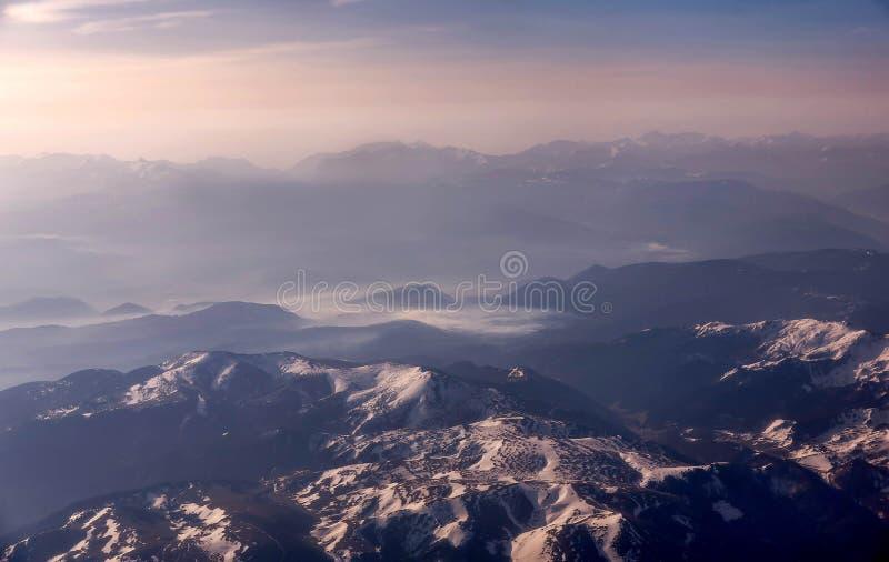 Aereal widok góry w Montenegro zakrywał z śniegiem obrazy stock