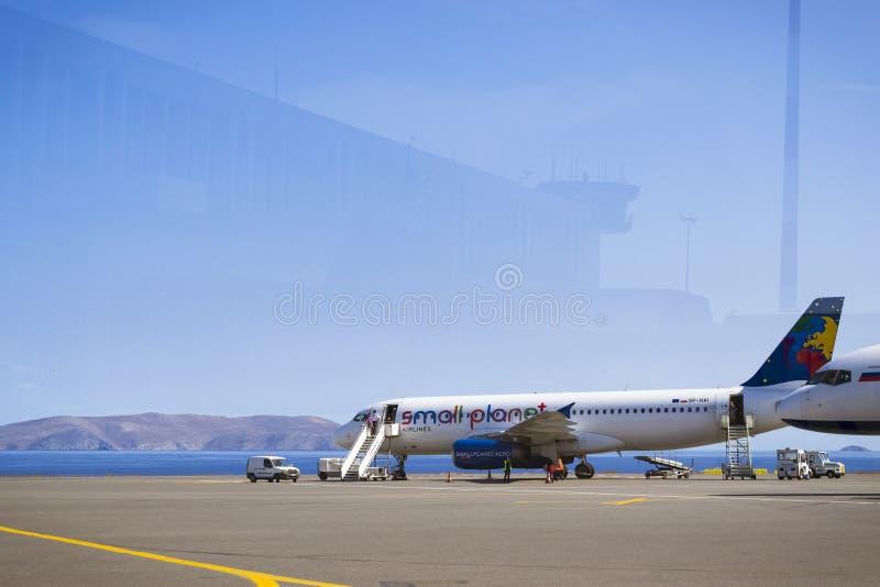 Aerei Airbus A320, piccole linee aeree del pianeta, aeroporto N di Candia immagini stock libere da diritti