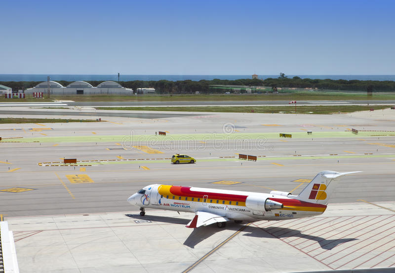 Aerei all'aeroporto di Barcellona l'11 maggio 2010 dentro a Barcellona, Spagna immagine stock