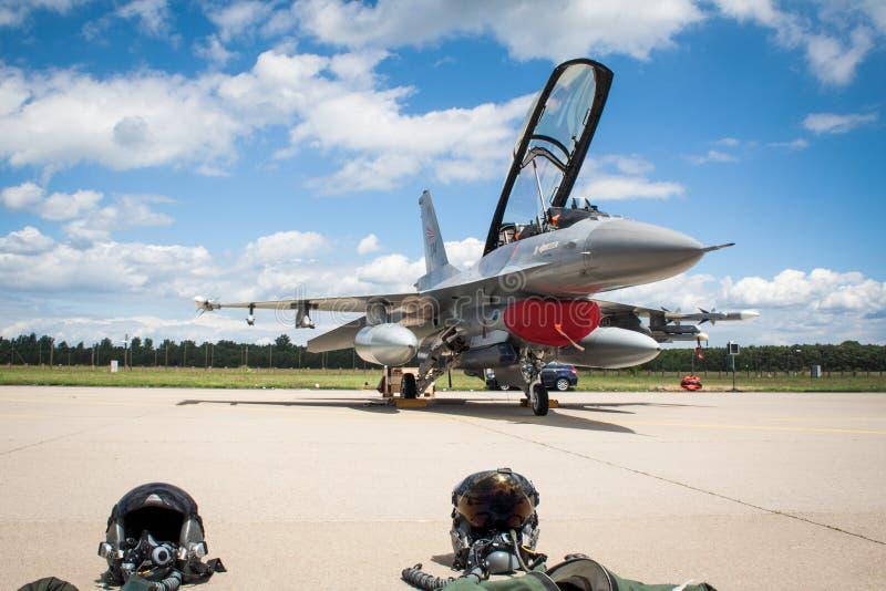 Aerei di aereo da caccia del falco di combattimento F-16 fotografia stock libera da diritti