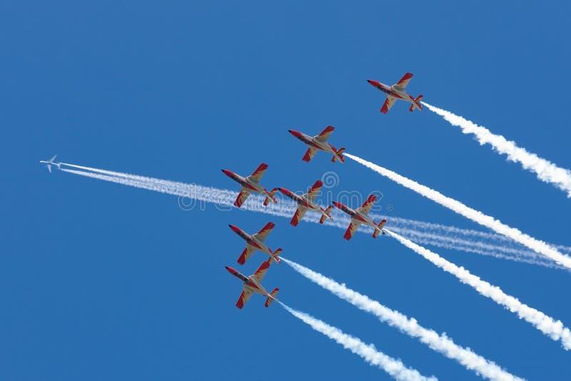 Aerei di istruttore spagnoli del getto della CASA C-101EB Aviojet dell'Aire del di Ejercito dell'aeronautica dell'esposizione acr immagine stock