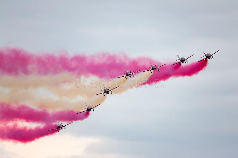 Aerei di istruttore spagnoli del getto della CASA C-101EB Aviojet dell'Aire del di Ejercito dell'aeronautica dell'esposizione acr fotografie stock