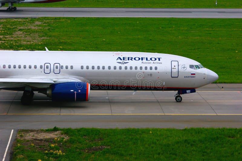 Aerei russi di Boeing 737-8LJ di linee aeree di Aeroflot nell'aeroporto internazionale di Pulkovo a St Petersburg, Russia fotografia stock
