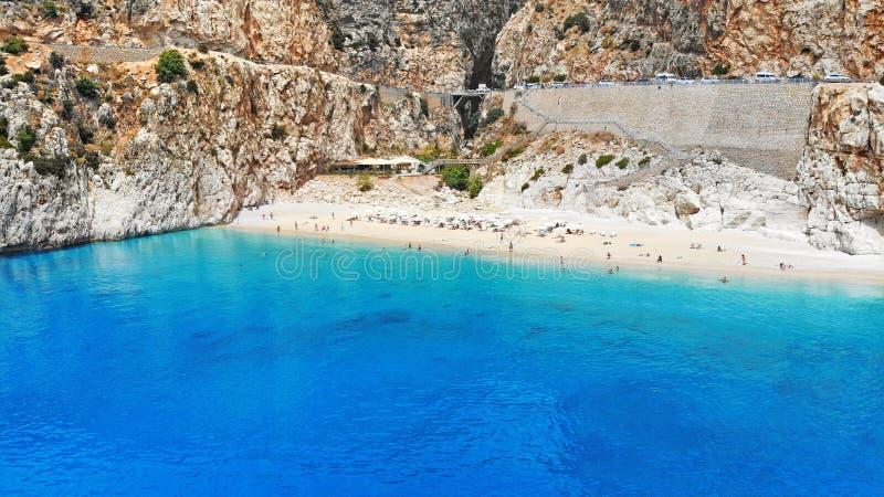 aereo Bella spiaggia di Kaputas con acqua del turchese, Turchia Una di migliori spiagge del mondo Baia pittoresca del mare in T s fotografie stock