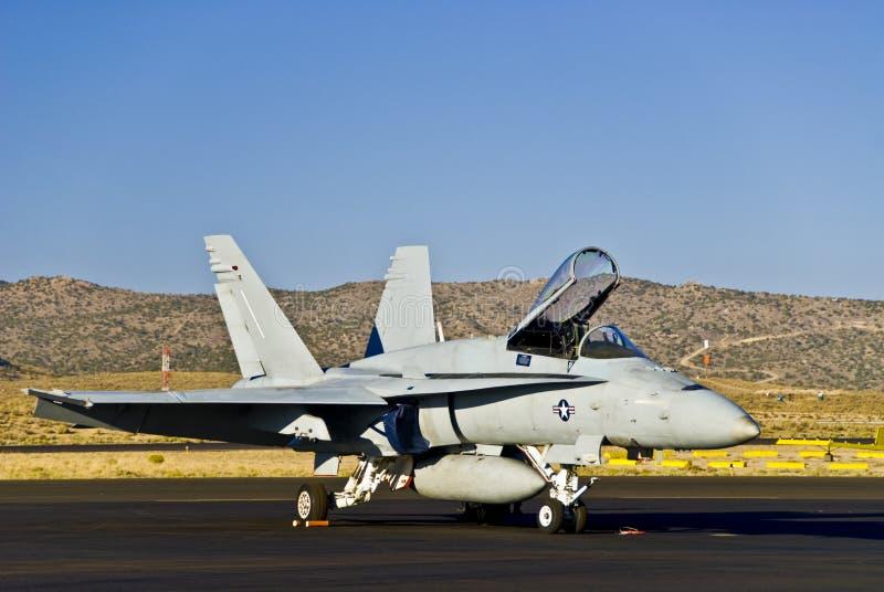 Aereo da caccia F15/16 sulla pista fotografia stock