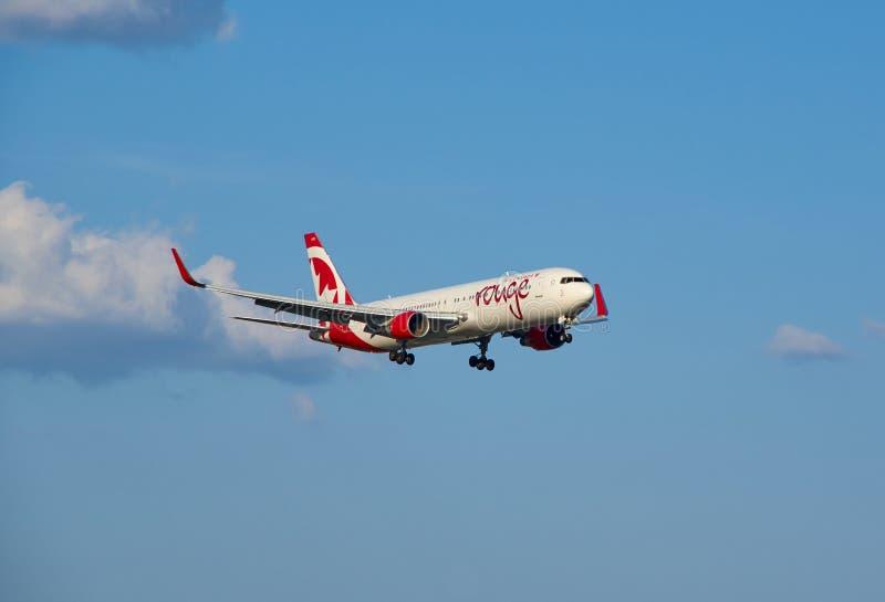 Aereo di atterraggio del rossetto di Air Canada fotografia stock libera da diritti