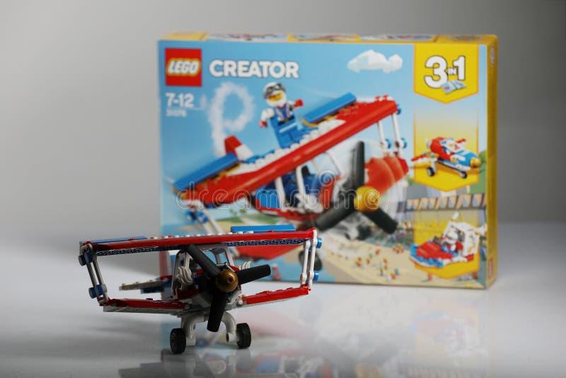 Aereo di Lego Creator, disimballaggio della scatola immagini stock libere da diritti