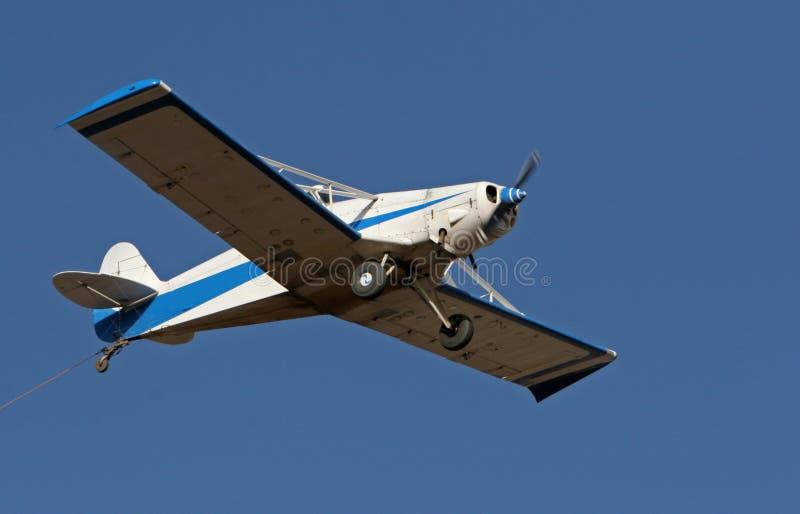 Download Aereo di rimorchio immagine stock. Immagine di aeroplano - 450281