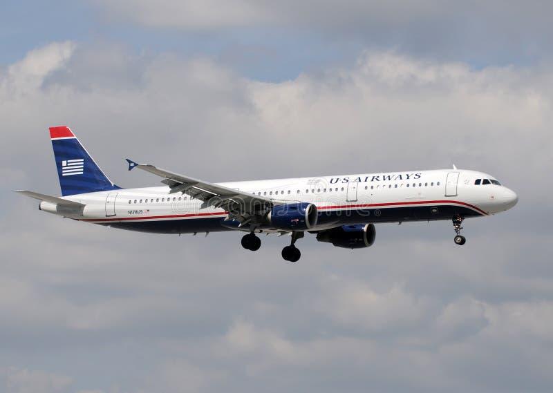 Aereo passeggeri del Boeing 757 delle vie aeree degli Stati Uniti fotografie stock libere da diritti