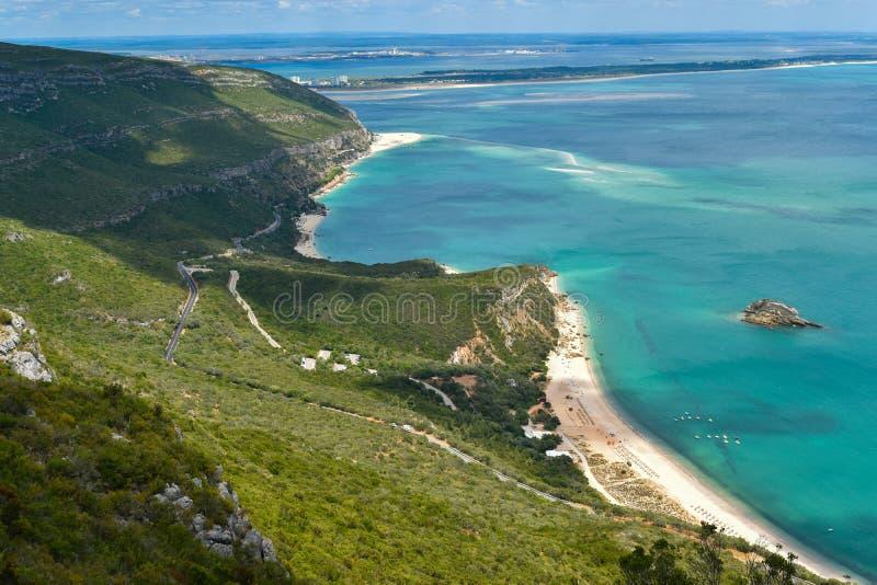 Aeresändning av Arrabida-stränderna i Setubal, Portugal arkivbild