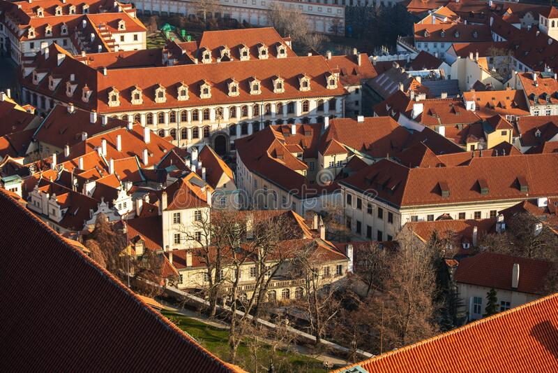 Aeresändning av den gamla staden i Prag Tjeckien royaltyfria foton
