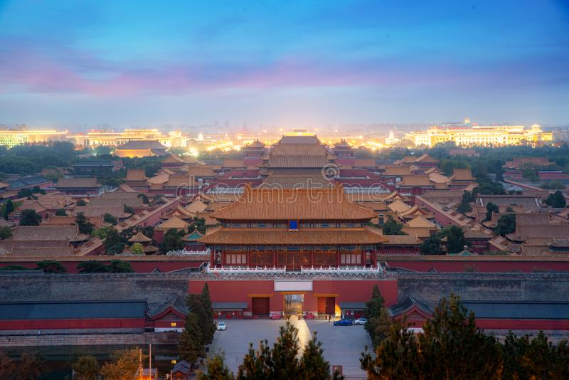 Aerial bird view of the Architecture Building and Decoration of the Forbidden City in night w Pekinie, Chiny turystyka azjatycka, obraz royalty free
