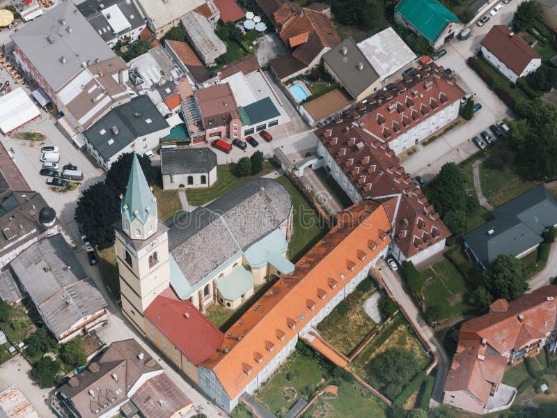Aerial från den katolska Parish Church Rottenmann St Nikolaus arkivbilder