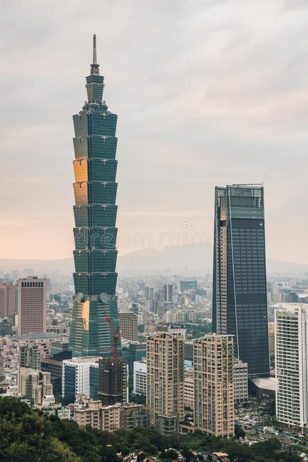 Aerial over Downtown Taipei with Taipei 101 Skyscraper in the dusk from Xiangshan Elephant Mountain in the evening royalty free stock photos