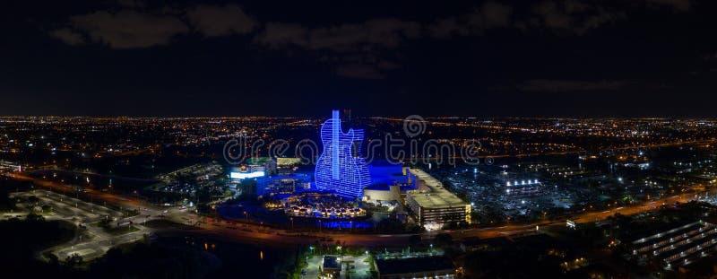 Aerial panorama night shot Hollywood Seminole Hotel Casino blue guitar royalty-vrije stock foto's