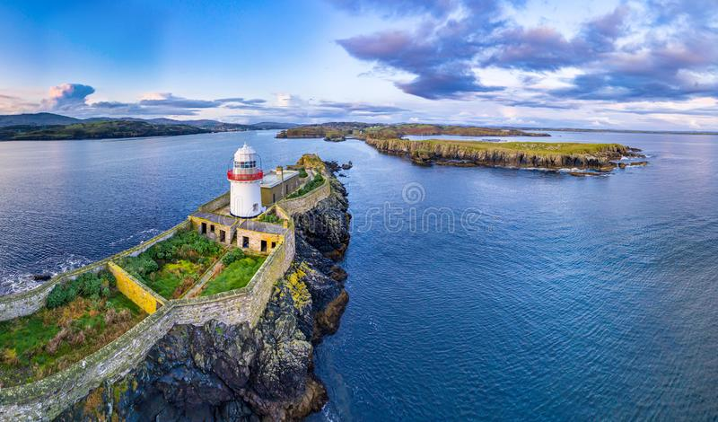 Aerial of the Rotten Island Lighthouse with Killybegs in background - County Donegal - Ireland fotografia stock