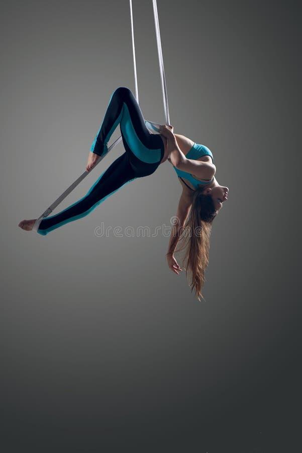 Free Aerial Silk Female Performer Royalty Free Stock Photos - 60368938