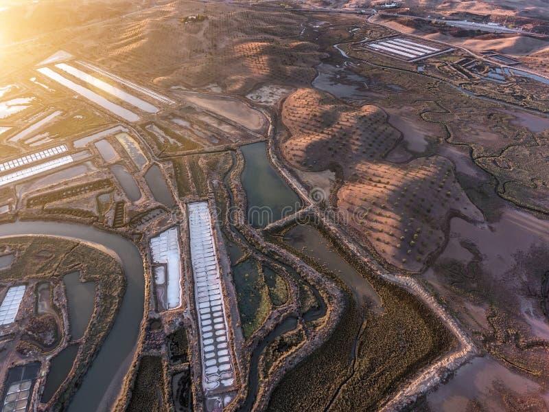 aerial Strukturierte Felder von sumpfigen Salzseen Vila Real Santo Antonio lizenzfreie stockbilder