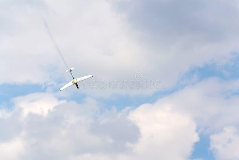Aerobatic dwumiejscowy metal Pozwalał L-13AC Blanik szybowa dla podwójny aerobatic stażowego latać obraz royalty free