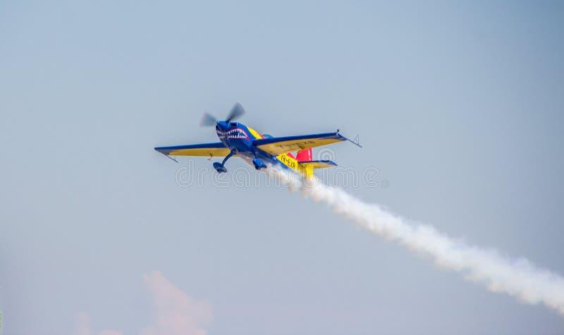 aerobatic flygplan royaltyfri bild