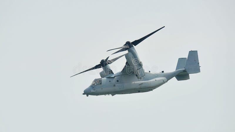 Aerobatic flygskärm med lutande-rotor för fiskgjuse MV-22 för USA-flygvapen (U.S.A.F.) flygplan på Singapore Airshow fotografering för bildbyråer