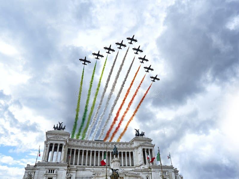 Aerobatic italienskt lag för flygshow fotografering för bildbyråer