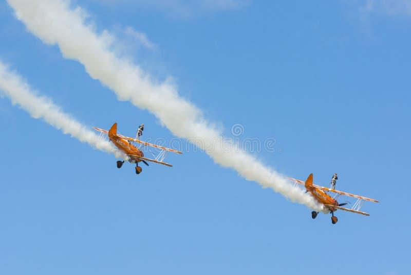 Aerobatic lag för Breitling wingwalkers arkivbilder