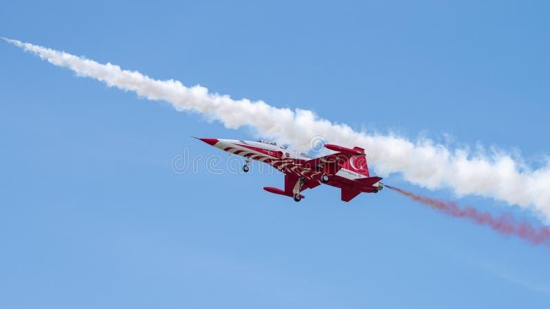 Aerobatic lag för turkiska stjärnor på Bucharest Internationalflygshow royaltyfri bild