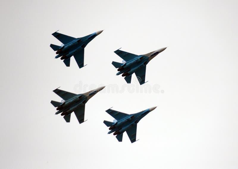 Aerobatic lagFalcons av Ryssland på nivåer Su-27 arkivbild