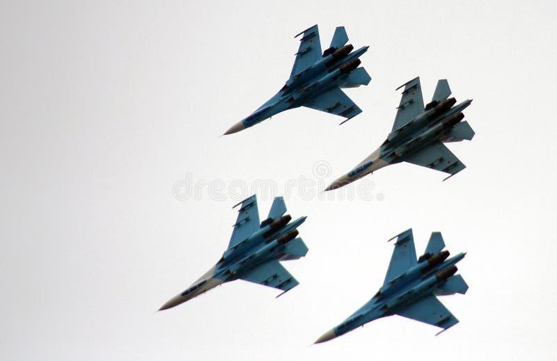 Aerobatic lagFalcons av Ryssland på nivåer Su-27 arkivfoto