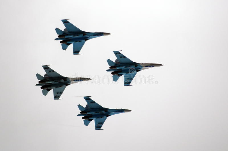 Aerobatic lagFalcons av Ryssland på nivåer Su-27 royaltyfria foton