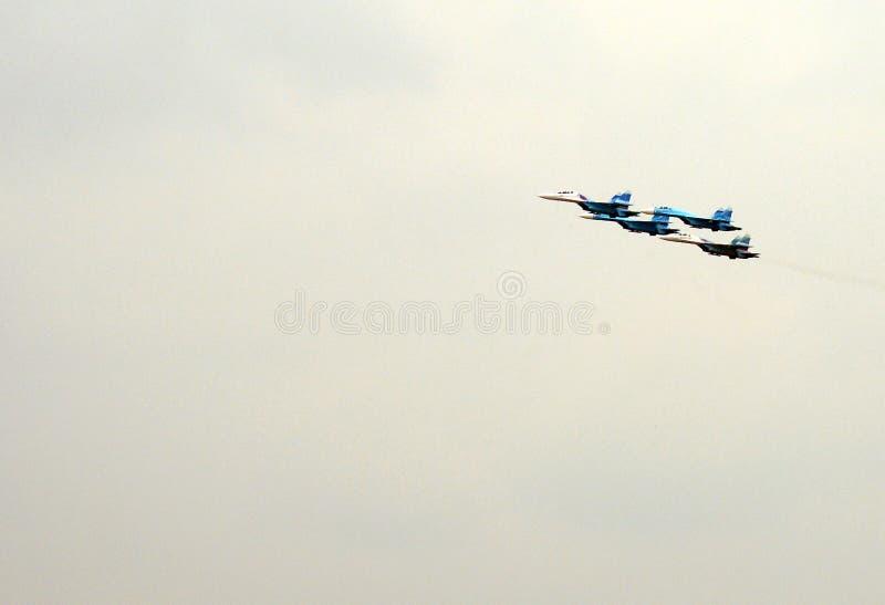 Aerobatic lagFalcons av Ryssland på nivåer Su-27 royaltyfri fotografi